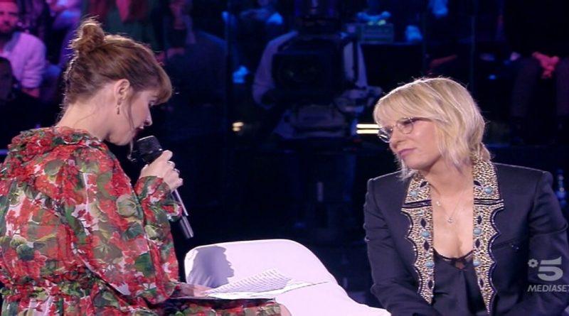 Semifinale AMICI, Alessandra Amoroso entra a sorpresa e commuove Maria|La lettera