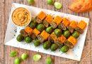 Spiedini di seitan, batata e cavolini di Bruxelles con salsa allo yogurt | Vegan | Filippo Prime