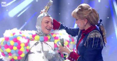 ARISA (alias BARBONCINO) è il secondo cantante s-mascherato! | La seconda puntata del misterioso show di Rai1