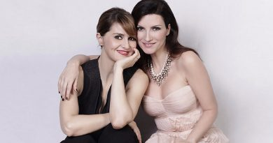 Laura Pausini e Paola Cortellesi in diretta Instagram il 1 Aprile alle 16:00