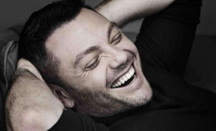"""Tiziano Ferro annuncia il """"ROSSO RELATIVO – ANNIVERSARY EDITION"""" a 20anni dalla sua pubblicazione!"""