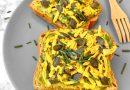 Avocado toast con julienne di tofu al curry, semi di zucca ed erba cipollina | Vegan | Filippo Prime