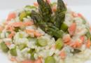 Risottino integrale con salmone fresco e asparagi
