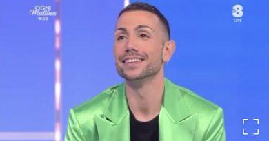 """Manuel Aspidi senza filtri a OGNI MATTINA su TV8 da Adriana Volpe: """"Sono Gay. È la prima volta che lo condivido con il pubblico…"""""""